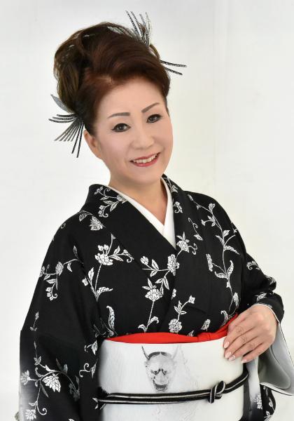 色んな着物の西川峰子